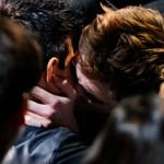 Robert Pattinson kisses Taylor Lautner MTV Awards (Video)